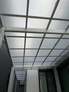 車を守るための屋根を設置